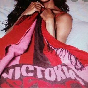 🆕 Victoria's Secret blanket🌺🌸